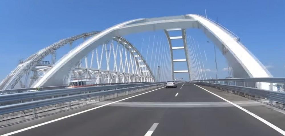 Аксёнов назвал время открытия движения для большегрузов по Крымскому мосту