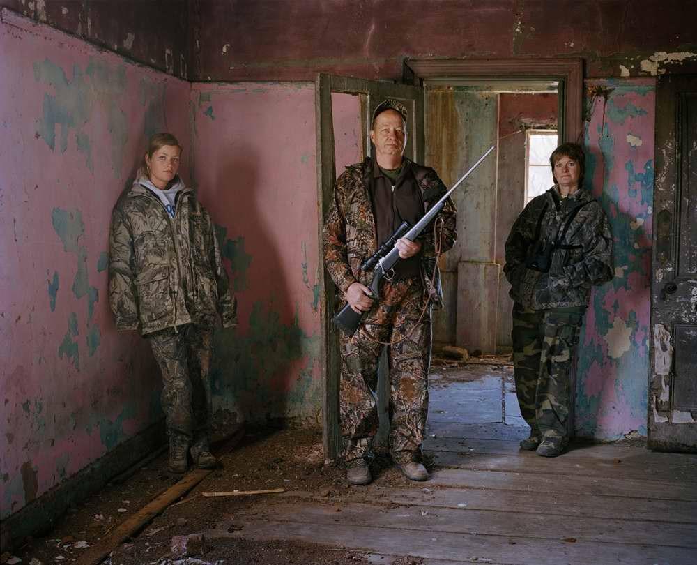 davidchancellor12 Провокационный фотопроект «Охотники и их добыча»