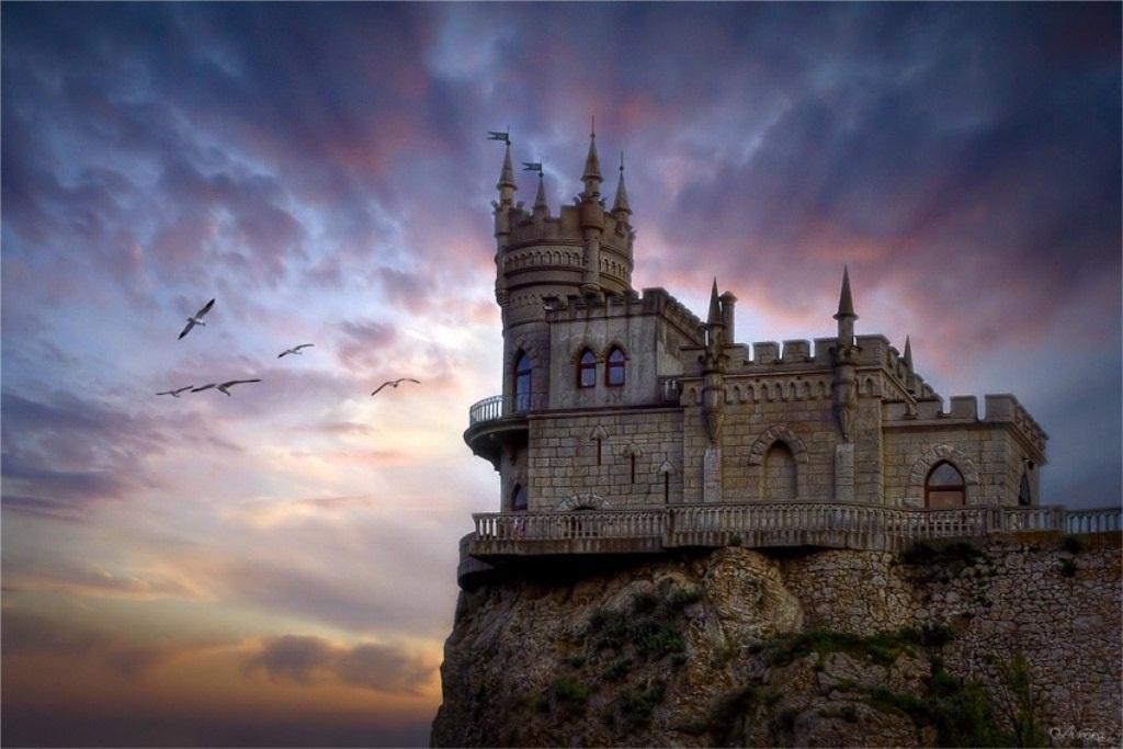 Замок в России. История замка на скале