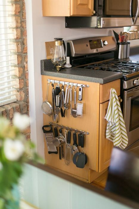 Хранение на кухонном шкафчике.