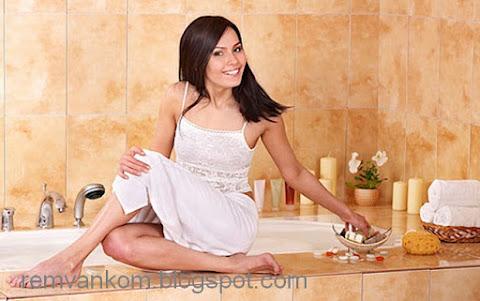 Три цветных варианта ванной комнаты