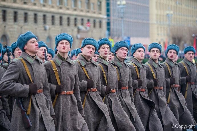 В Волгограде завершился военный парад