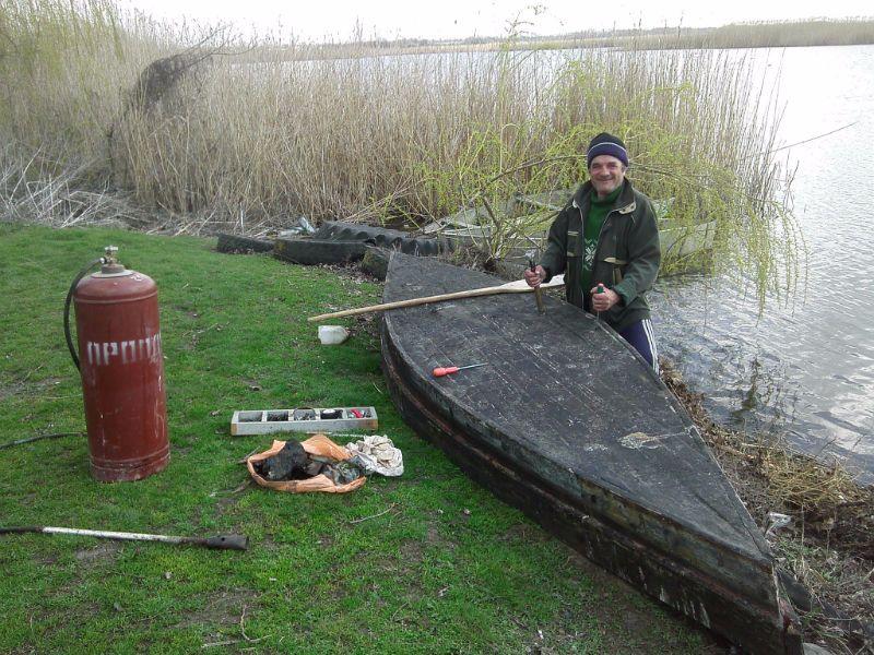 Подготовка к новому рыболовному сезону: ремонтируем лодку Ивановича