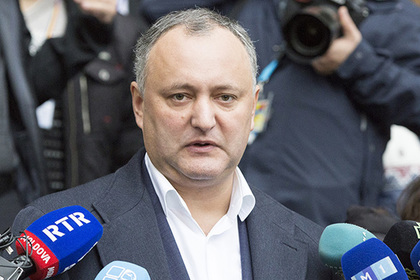В Молдавии депутаты начали сбор подписей за импичмент президента Додона