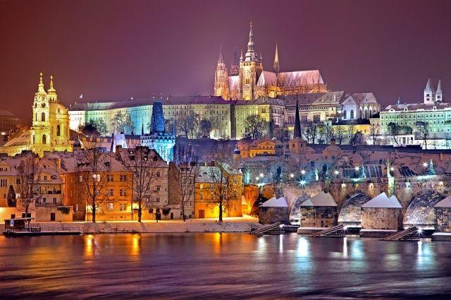 Около 40 человек пострадали и двое погибли при пожаре в отеле в Праге