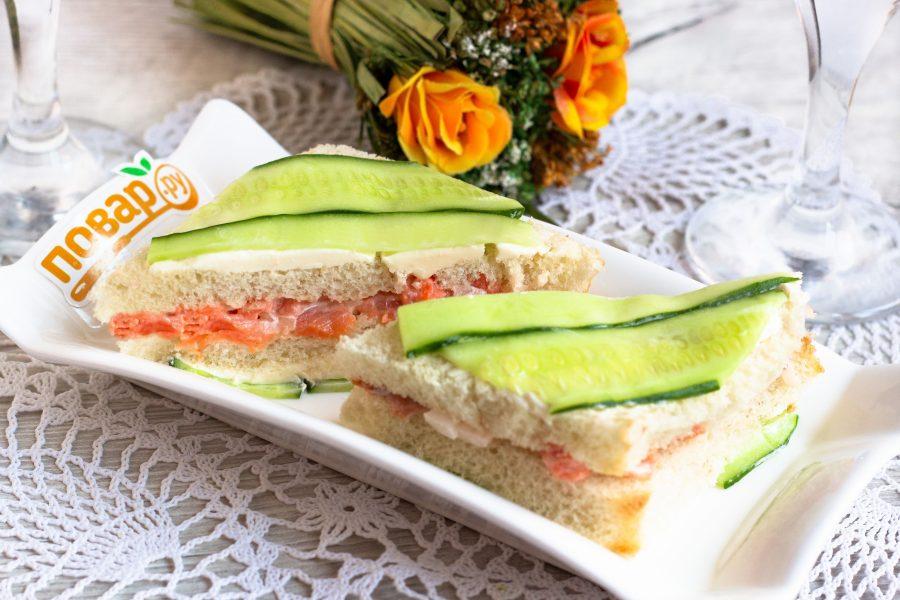 Свежие сэндвичи с красной рыбой
