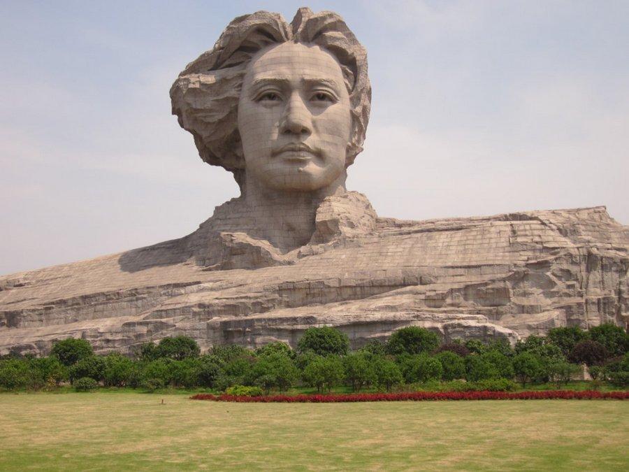 В Китае построили огромную голову Мао Дзэдуна