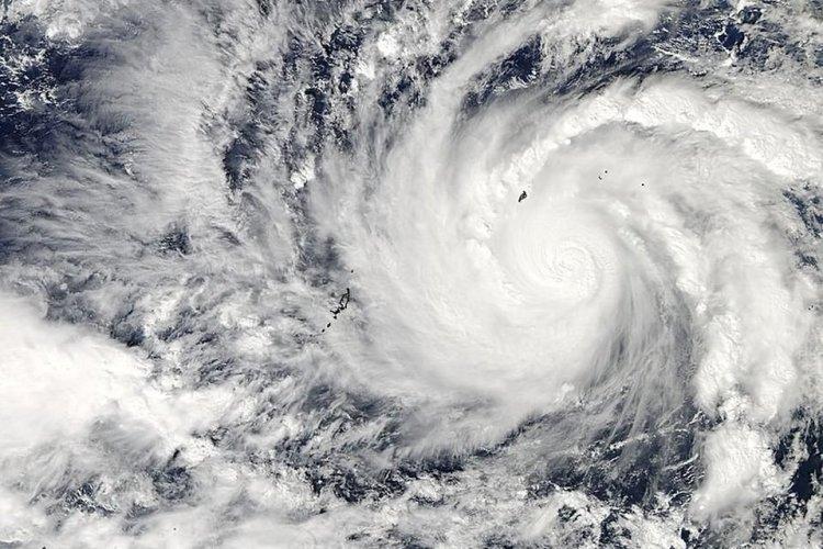 В Норвегии ураган «Кнуд» ост…