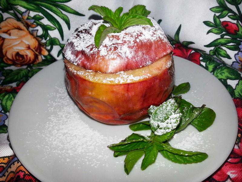 Идеальный завтрак и вкусный десерт (рецепт печеных яблоки, фаршированные бананом)