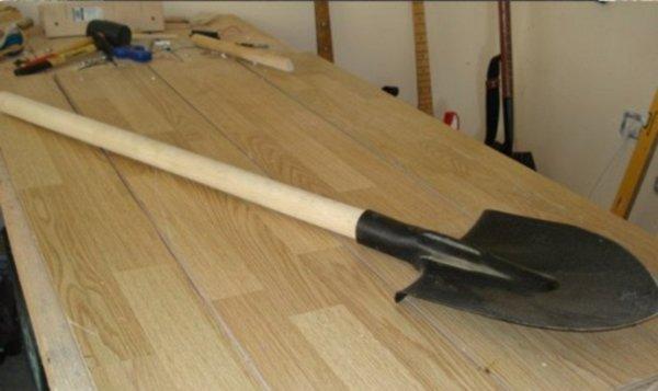 Из лопаты музыкальный инструмент