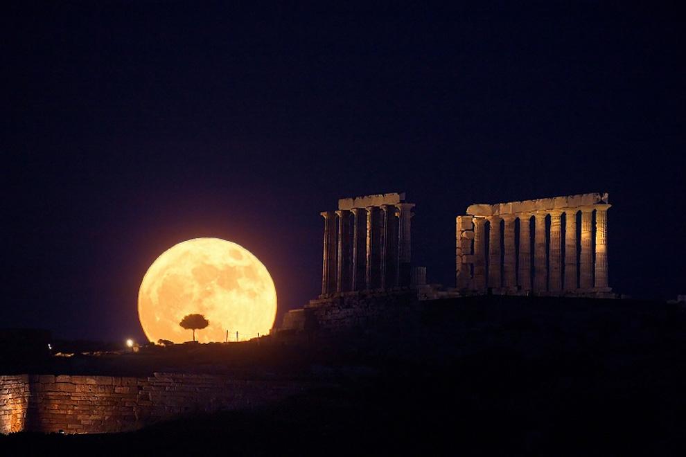 5187 Энтони Айомамитис: Небо над Грецией