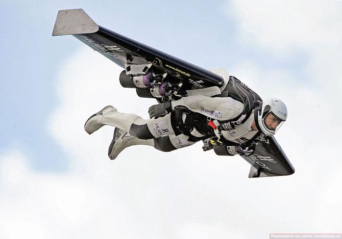 Полет человека рядом с боевыми самолетами