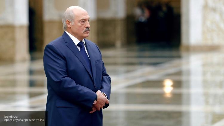 Лукашенко: вместе с беженцами из Украины в страну хлынул поток оружия