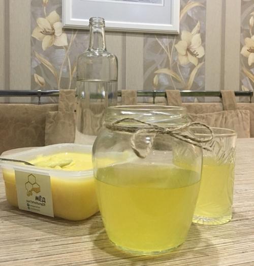 Мёд, смешанный с водой.