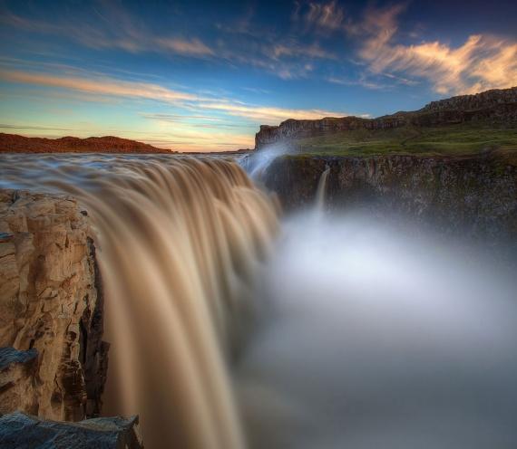 Король водопадов: исландский Деттифосс, низвергающийся с высоты
