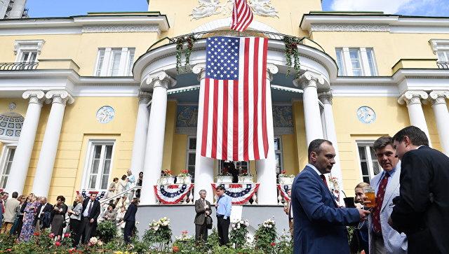 РФ ответила на санкции США высылкой дипломатов и арестом дачи в Серебряном бору