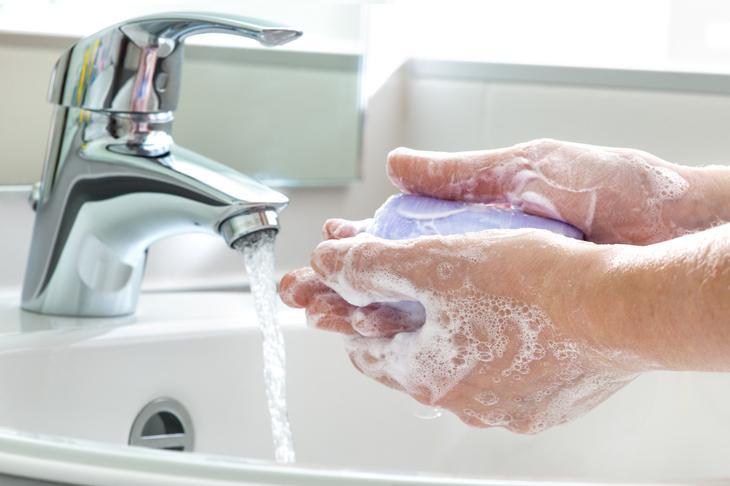 3. Мыть руки антибактериальным мылом