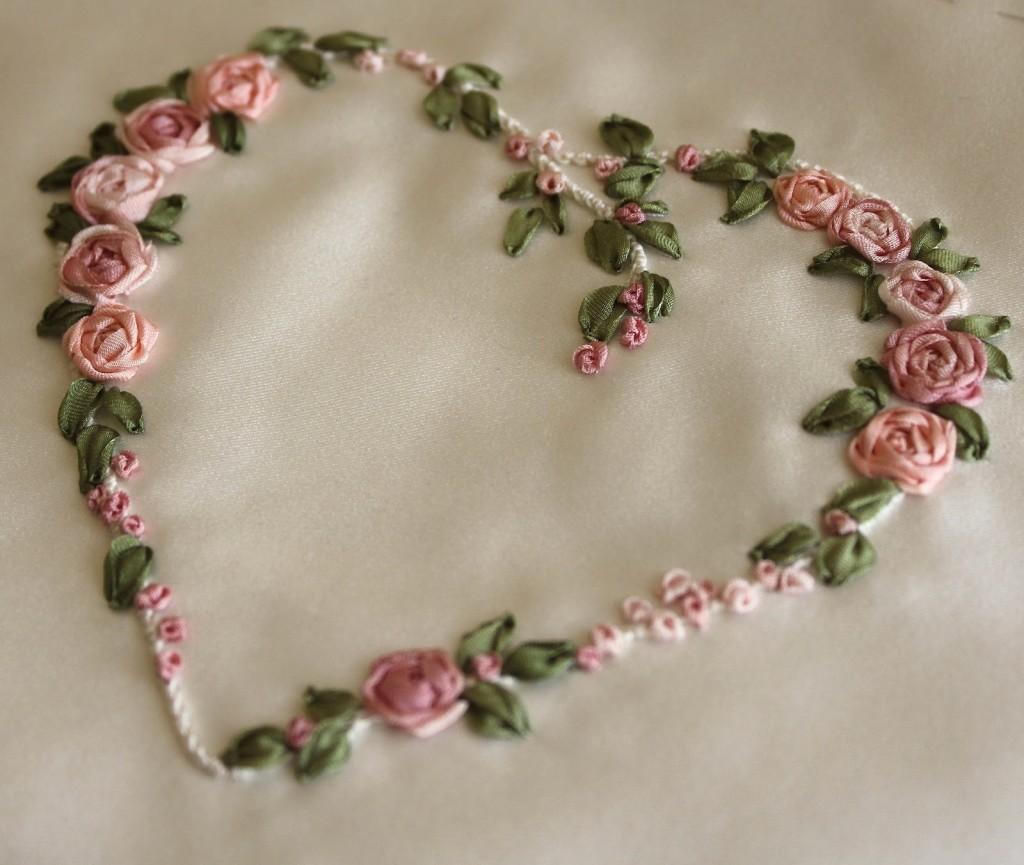Вышиваем цветочное сердце лентами - МК