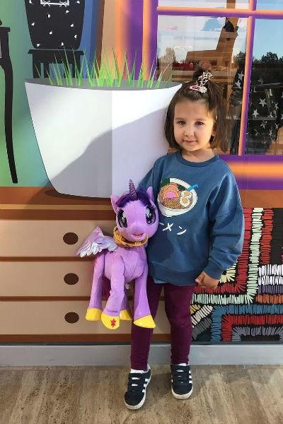 Иван Ургант впервые показал свою трехлетнюю дочь — фото