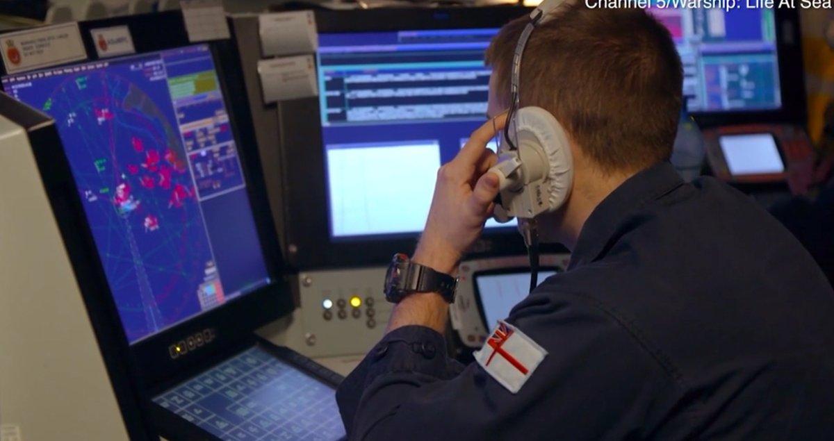 HMS Duncan и 17 российских самолетов