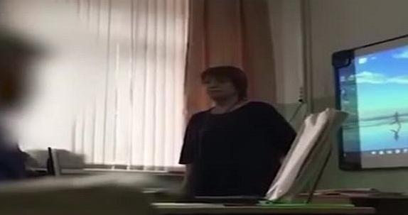 Учительница назвала школьниц…