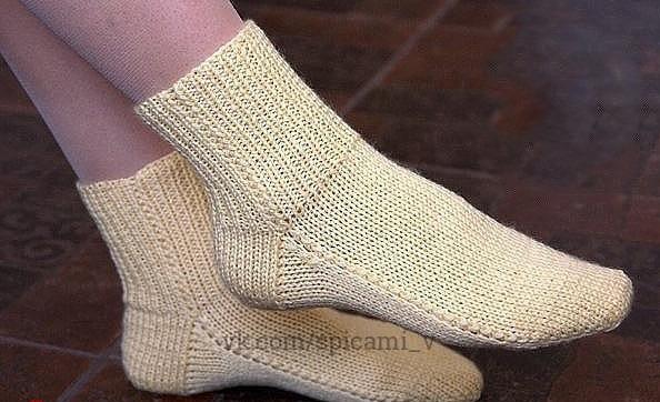 Вяжем носки на двух спицах