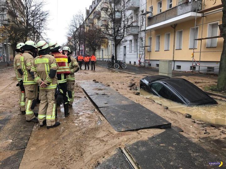 Машина провалилась под землю. Не Россия, не Украина и не Беларусь, а ...
