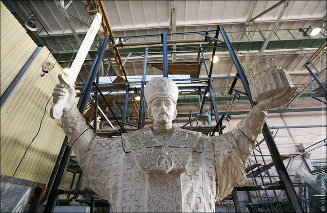 Запоминающийся процесс производства памятников и скульптур