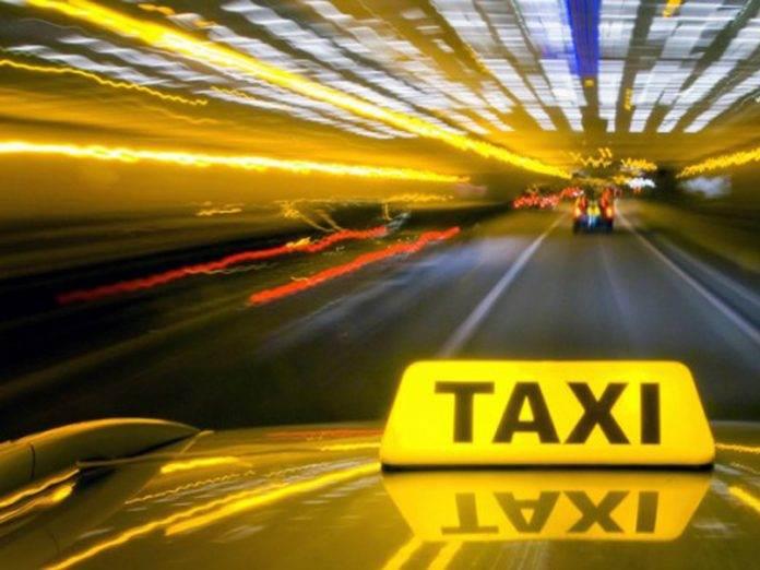 Забавно женщина подшутила над таксистом