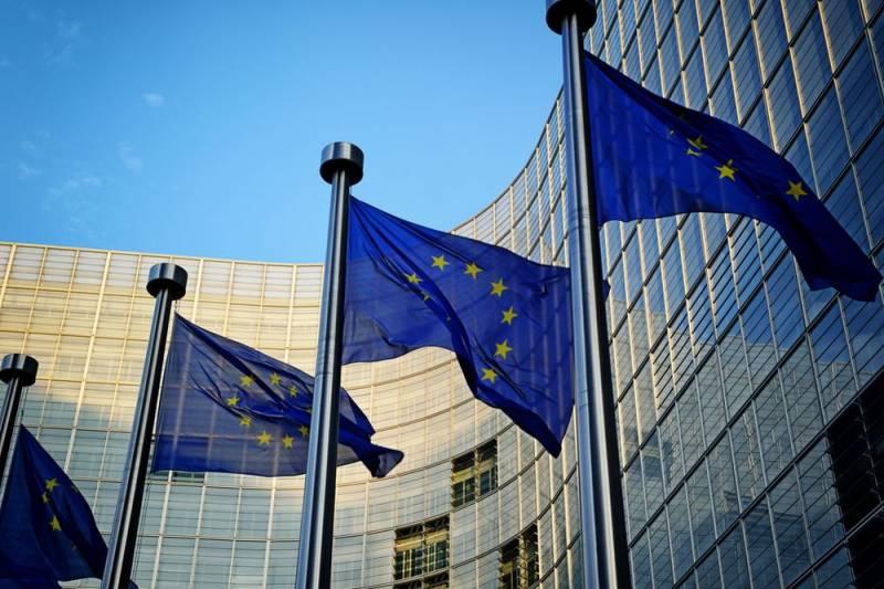 Зачем Лондон старательно вбивает клин между Брюсселем и Москвой