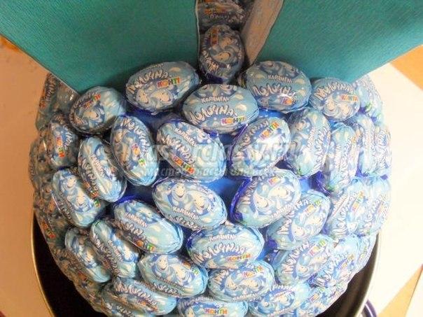 Смешарик из конфет..