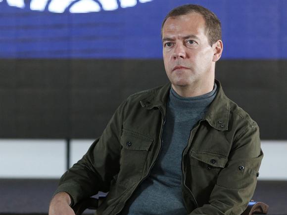 Анатомия слухов: на Медведева легла тень