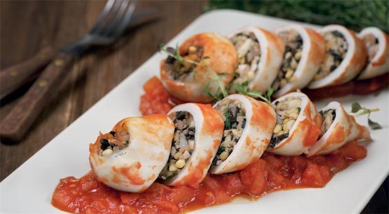 3 рецепта фаршированных кальмаров, запеченных в духовке