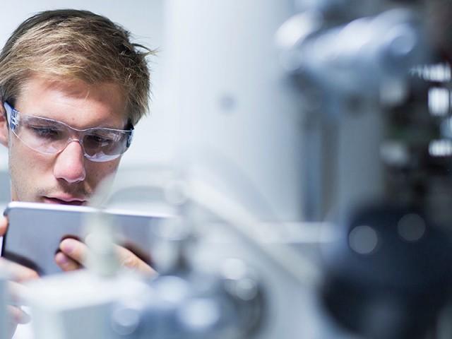 Новый тип электроники: физики записали электросхему в кристалл