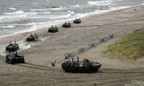 «НАТО, введи войска!»