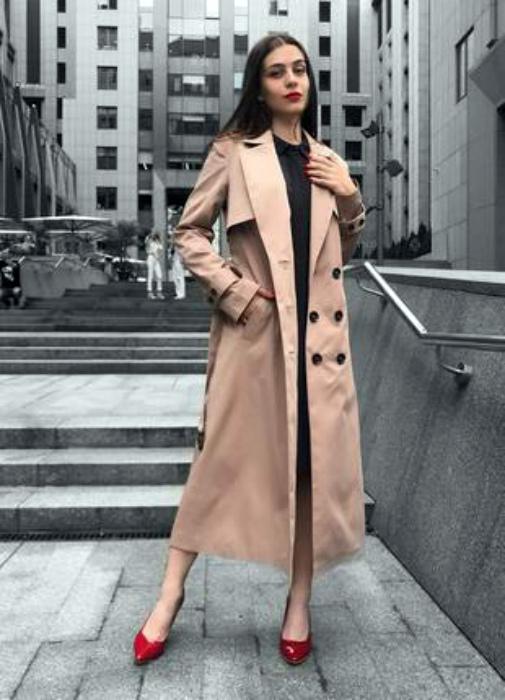Длинное классическое пальто.   Фото: Шафа.
