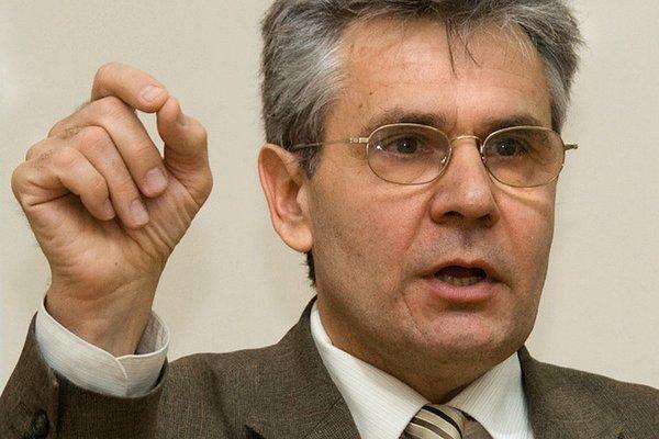 Президент РАН - призвал отказаться от ЕГЭ.
