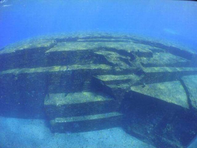 Монумент Йонагуни: творение природы или подводный город?