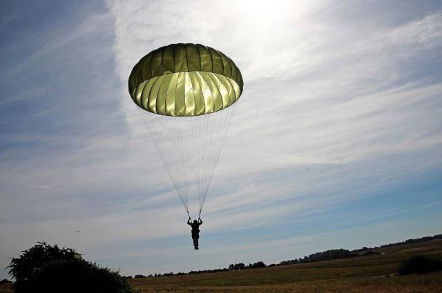 В Австралии 102-летняя женщина прыгнула с парашютом