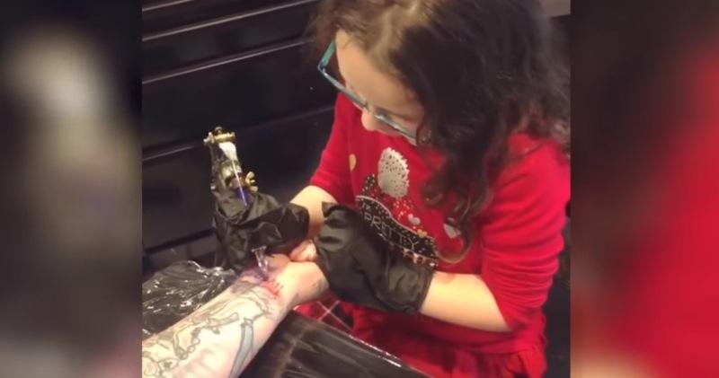 Музыкант разрешил шестилетней дочке набить себе тату — получилось коряво и круто