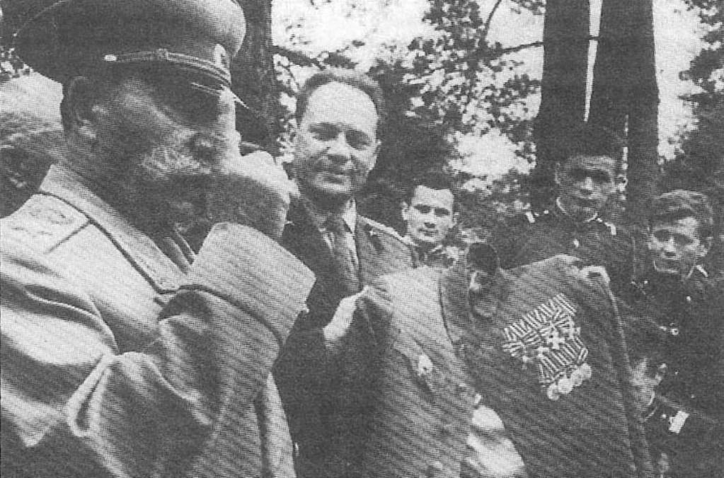 Маршал Советского Союза Будённый С. М. в старости, демонстрирует френч с царскими наградами