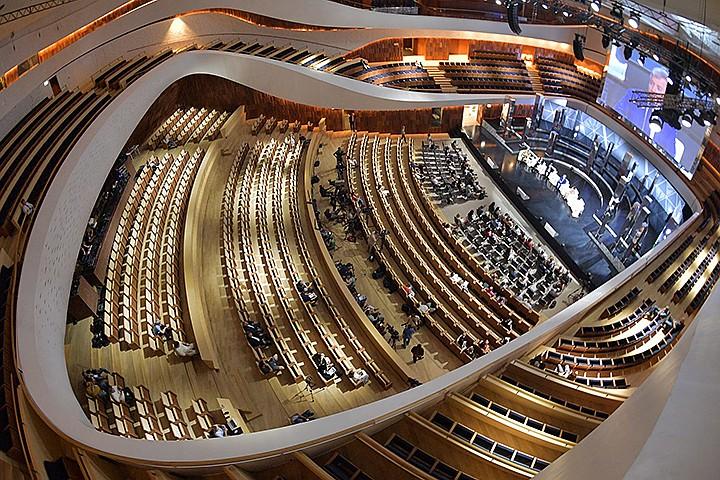 """Концертный зал в парке """"Зарядье"""": сцена-трансформер, орган из Франции и крыша с тропическим садом"""