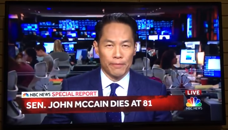 Американский телеканал NBC News раскритиковали за подачу новости о смерти Маккейна.