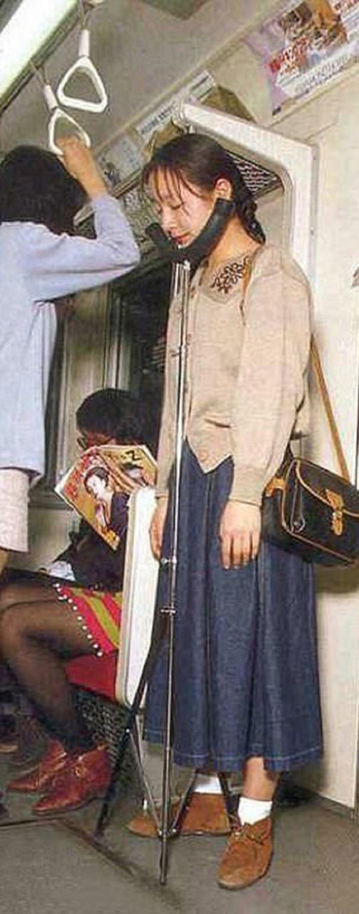 Устройство для сна в переполненном метро забавно, изобретатели, изобретения, новые удобства, удивительное рядом, фантазеры, япония, японцы