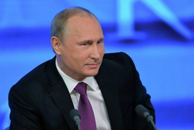 Владимир Путин уже третий вечер проводит в компании военнослужащих