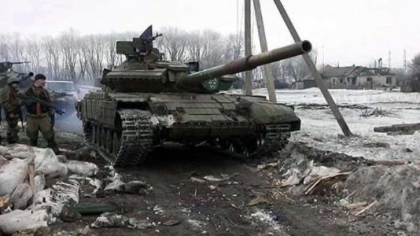 «Кто не скачет — русский воин, а кто скачет — ...». Ополченцы заставили прыгать плененных украинцев под Дебальцево .