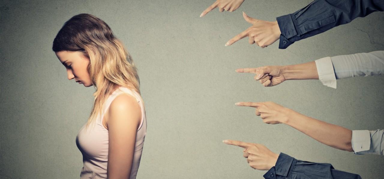 Надо ли публично обвинять жертву насилия?