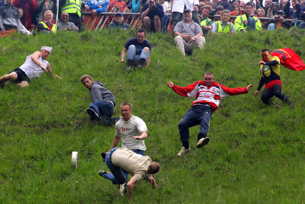 чемпионат по катанию сыра – Сырные гонки в Глостере