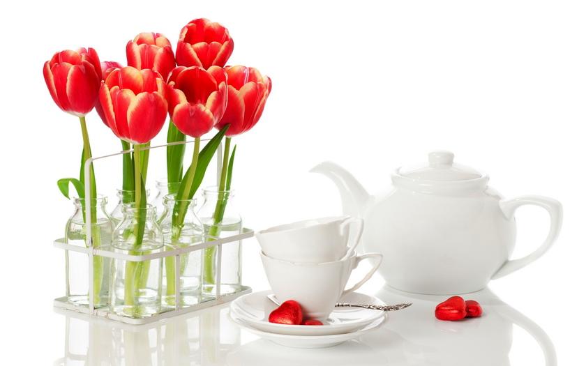 тюльпаны, чайник