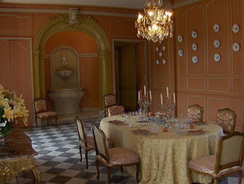 http://upload.wikimedia.org/wikipedia/commons/thumb/1/17/SchlossVillandryEsszimmer.jpg/797px-SchlossVillandryEsszimmer.jpg